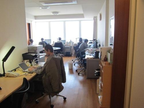 なぜオフィスの風景が?と思ったら・・・