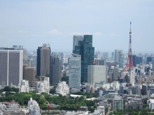 右手に東京タワーが見えます